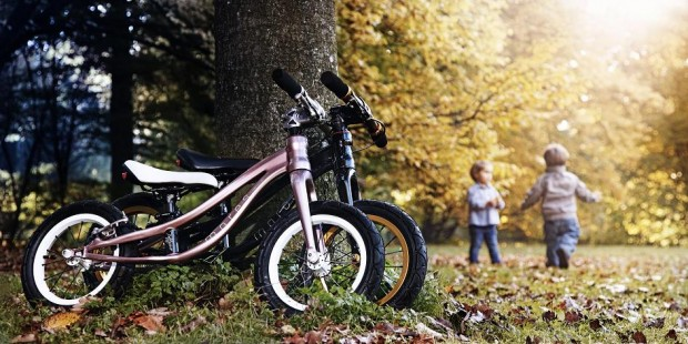 MORES Petitpierre running bike rose - blake playing children