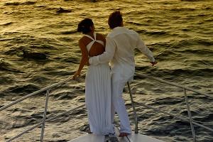 Hochzeitspaar auf Luxusyacht